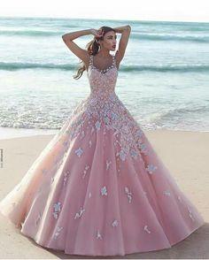 Pinkes langes Kleid mit Blumen