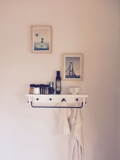 Simple detail for the kitchen. Love the pictures <3