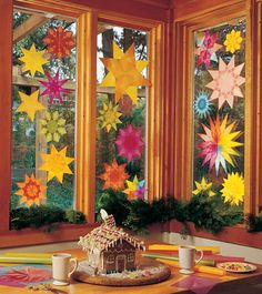 a lot of window stars together, for the windows around the kitchen table