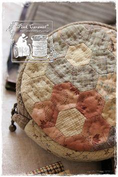 Pink Caramel Japanese Patchwork, Japanese Bag, Japanese Quilts, Patchwork Bags, Quilted Bag, Hexagon Quilt, Handmade Purses, English Paper Piecing, Machine Quilting