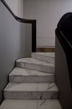 Cheap Home Decorating Ideas Staircase Handrail, Marble Staircase, Interior Staircase, Staircase Design, Staircase Diy, Architecture Details, Interior Architecture, Granite Stairs, Stair Elevator