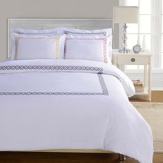 This wondrous white duvet cover set features a delicately subtle lined design around the outside in the choice of burgundy, black, gold or…