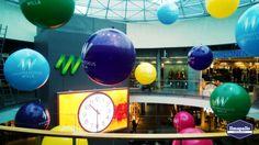 Jätti-ilmapallo somistus kauppakeskuksessa.