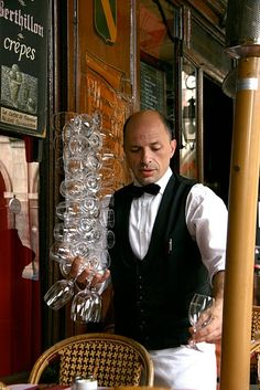 Skillful waiter at Ma Bourgogne in Place des Vosges - love that restaurant.     (PS: That's Cristophe! -dl)