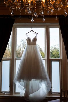 wedding dress picture ideas Down Hairstyles, Wedding Hairstyles, Wedding Dress Pictures, Hair Creations, Bridesmaid Dresses, Wedding Dresses, Christmas Wedding, Picture Ideas, Wedding Details