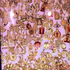 grunge, punk and golden image on We Heart It Cute Jewelry, Gold Jewelry, Jewlery, Jewelry Accessories, Hippie Jewelry, Turquoise Jewelry, Pandora Jewelry, Diy Jewelry, Jewelry Box