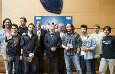Foto de grupo con los representantes de los grupos particiapantes