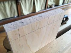 Learn Woodworking A Dovetailing Trick for Beginners - Popular Woodworking Magazine Woodworking Projects That Sell, Woodworking For Kids, Popular Woodworking, Woodworking Jigs, Woodworking Furniture, Furniture Plans, Woodworking Basics, Woodworking Classes, Woodworking Inspiration