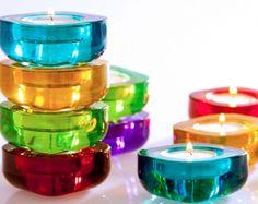 Juego de 6 portavelas de colores llamativos y diseño espcial para iluminar tus noches de verano.