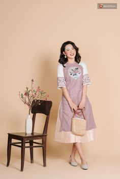 Vietnamese Clothing, Ao Dai, Tweed, Girl Outfits, Short Sleeve Dresses, Traditional, Elegant, Clothes, Vintage