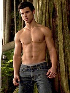 OMGGG THIS Those abs I LOVE TAYLOR LAUTNER.