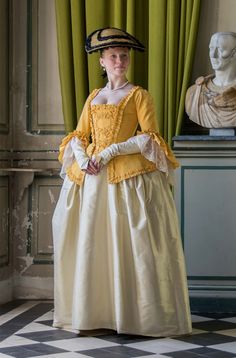 caraco in yellow moire with a silk skirt.Dress is worn over pannier and stays. Mits and hat are made with the same fabrics of the dress www. Lady with the yellow caraco 18th Century Dress, 18th Century Costume, 18th Century Clothing, 18th Century Fashion, Historical Costume, Historical Clothing, Vintage Outfits, Vintage Fashion, Retro Mode