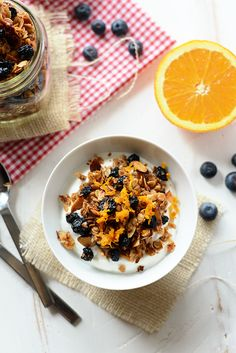 This healthy granola recipe is made with dried blueberries, oats, and orange zest. It's sweetened with honey to give it that sweetness and crunch! Add it to your breakfast menu this week! Healthy Snacks To Make, Healthy Dessert Recipes, Breakfast Menu, Breakfast Ideas, Dried Blueberries, Spring Recipes, Have Time, Granola, Meal Prep