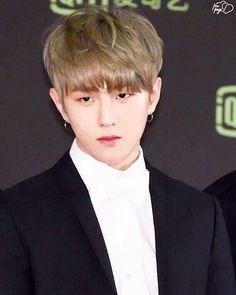 So hot #Donghyuk Bobby, Sassy Diva, Kim Jinhwan, Fandom, Kim Dong, Yg Entertainment, Handsome Boys, Beautiful Boys, Ikon