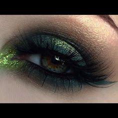 Something a little different 😜 Grungy green eyeball using @makeupmonsterscosmetics Liquid lipstick in Juniper as liner 🐲🍃 Lashes are @flutterlashesinc Ersatz in no 823