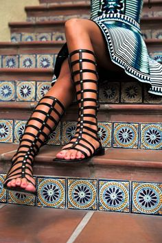 Sandalele Gladiator fac furori in aceasta vara! Sunt foarte fashion, comode si se pot purta atat la pantaloni scurti cat si la fuste sau rochite. #gladiator #sandals #fashion Tu ce parere ai despre sandalele Gladiator?