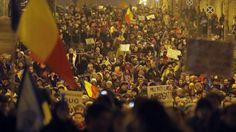 La marcia indietro dopo 4 giorni di manifestazioni. Per le opposizioni erano norme ad personam per favorire il leader del partito di maggioranza. E le proteste non si fermano.