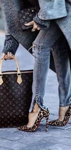Grey wool coat and Louis Vuitton bag | streetstyle | winter look | winter style | winter outfit inspiration | fashion inspo