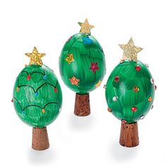 Turn an Egg Into a Christmas Tree * turn a blown egg into a unique decoration