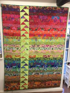 Inspirational solutions that we seriously like! Batik Quilts, Jellyroll Quilts, Scrappy Quilts, Easy Quilts, Backing A Quilt, Strip Quilts, Quilting Projects, Quilting Designs, Flying Geese Quilt