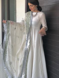Pakistani Formal Dresses, Indian Gowns Dresses, Pakistani Dress Design, Pakistani Outfits, Girls Dresses, Indian Attire, Indian Ethnic Wear, Indian Wedding Outfits, Indian Outfits