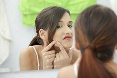 El bicarbonato de sodio tiene numerosos beneficios para la limpieza, la cocina y aunque no lo creas también para la piel. Si quieres ahorrar dinero evitando gastar en los costosos productos de belleza y aún así mantener una buena rutina en el cuidado de tu piel, debes leer sobre los usos del bicarbonato de sodio par