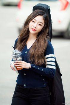 South Korean Girls, Korean Girl Groups, Seo Jisoo, Woollim Entertainment, Asian Beauty, Ulzzang, Fashion Models, Actresses, Ji Soo