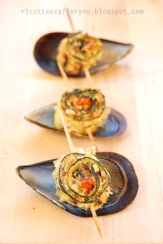 Mussel-courgette rolls at sunset. Veggie Recipes, Great Recipes, Favorite Recipes, Appetizer Buffet, Appetizer Recipes, Ricotta, Antipasto, Appetisers, Perfect Food