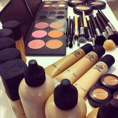 It's Fashion Week in New York and what better time to debut a new MAC makeup collection that is a celebration of the collaboration Makeup Goals, Love Makeup, Makeup Tips, Makeup Stuff, Makeup Set, Makeup Blog, All Things Beauty, Beauty Make Up, Girly Things