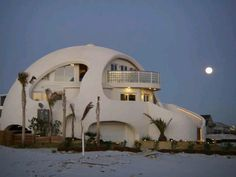 A Dome Home built to survive Hurricanes The Dome of a Home is an incredible monument of dome design and construction. I searched for this on /images Monolithic Dome Homes, Geodesic Dome Homes, Organic Architecture, Architecture Design, Residential Architecture, Contemporary Architecture, Earth Bag Homes, Earthship Home, Adobe House