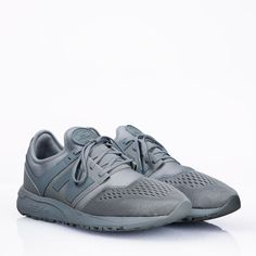 Limited Edition New Balance MRL247 sneakers. - Produktkod: MRL247GB.- REVlite midsole.- Lightweight construction.- Padded collar and tongue.- Mesh lining. Material:Upper: Nylon, Syntet.Lining: Mesh.Sole: Rubber.