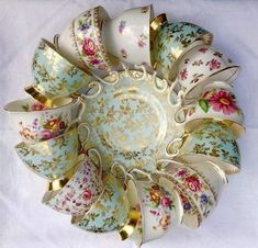 vintage china Take some old teacups and with them, you can do key-holders, lamps, candles, even clocks and much more things. The earliest record of people drinking tea Tea Cup Display, Teacup Crafts, Teacup Decor, Little Presents, My Cup Of Tea, Tea Cup Art, Vintage China, Antique China, Tea Cup Saucer