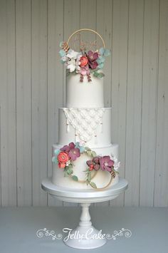 A tier of macrame and 3 hoops of rustic flowers, berries, cones, leaves and feathers. Fall Wedding Cakes, Beautiful Wedding Cakes, Wedding Cake Designs, Wedding Cupcakes, Beautiful Cakes, Amazing Cakes, Perfect Wedding, Bolo Floral, Floral Cake