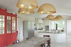 Dale protagonismo   QuiereTeBien Cómo crear rincones especiales #post #lámparas #cocinas #muebles http://www.quieretebien.com/actualidad/%1Bdecoraci%C3%B3n/dale-protagonismo