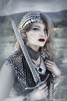 Love the use of dragonscales chainmail, this would be so cool for Halloween I think, maybe like a Viking warrior or a Valkyrie? Warrior Queen, Viking Warrior, Warrior Princess, Woman Warrior, Fantasy Armor, Medieval Fantasy, Fantasy Life, Grandeur Nature, Fantasy Costumes