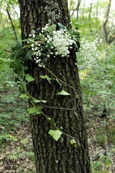 Natural wreath around the tree