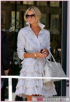 i love this dress. Elle McPherson