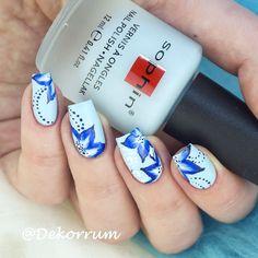 Такой кайф рисовать акриловыми красками на матовом лаке! Никаких там матовых топов не надо накрасила и рисую. Кстати приобрела себе новую кисть для китайки на сайте @patrisa_nail_official - очень хорошая мягкая сама рисует  название - Jenny 2.  #sophinrussia #sophin351 #sophincosmetics #sophin @sophincosmetics @sophin_russia