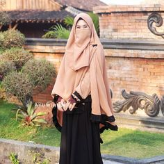 Niqab Fashion, Muslim Fashion, Fashion Wear, Womens Fashion, Hijab Gown, Hijab Outfit, Muslim Girls, Muslim Women, Modele Hijab