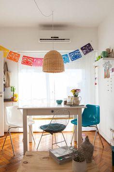 Carolina y Nacho. Departamento de dos ambientes + balcón. En Palermo, Ciudad de Buenos Aires. Sweet Home, Little Houses, Simple House, Small Apartments, Family Pictures, Home Living Room, Ideal Home, House Colors, House Design