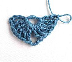 Nightfall - Free crochet pattern for triangle shawl - Annie Design Crochet Crochet Shawl Diagram, Crochet Shawl Free, Crochet Poncho Patterns, Basic Crochet Stitches, Crochet Patterns For Beginners, Crochet Basics, Easy Crochet, Crochet Ideas, Crochet Wraps