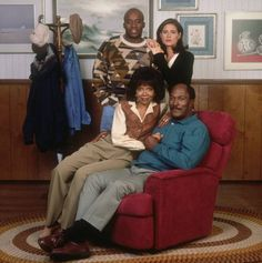"""If you've never heard of the TV series Hauser"""" before, you're not alone. The 1994 sitcom, which stars Emmy-nominated actor John Amos and Golden Globe… Black Tv Series, Black Tv Shows, Native American Images, African American History, Great Movies, New Movies, Black Sitcoms, African Royalty, Life Tv"""