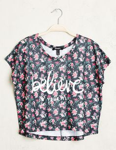 Top tee-shirt femme, multicolore, imprimé fleuri, believe in yourself, coupe courte crop top, manches courtes.