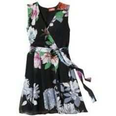 NWOT Kirna Zabete dress Never worn.  Beautiful summer floral dress. Kirna Zabete Dresses