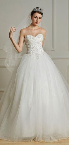 36ef1425c220 Mila   Robe de mariée princesse bustier coeur à traîne Chapelle