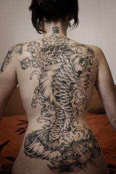 japanese koi tattoo for women on back. I Koi tattoos! Yakuza Tattoo, Backpiece Tattoo, Tattoo Female, Tattoos Masculinas, Bild Tattoos, Bodysuit Tattoos, Cool Tattoos, Water Tattoos, Sleeve Tattoos