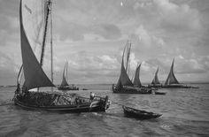 Lissabon, Varinos segeln Tejo-aufwärts;  Com_L06-0015-0014