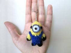 Mini Minion Key Chain Charm - FREE Crochet Pattern and Tutorial