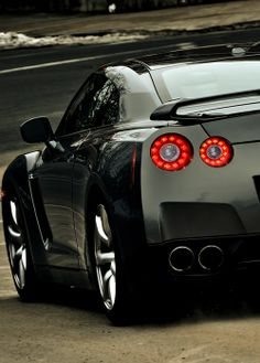 hot Nissan GTR