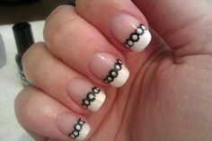 http://diynailartdesigns.info/14-simple-and-easy-diy-nail-art-designs-for-short-nails-in-black-and-white/